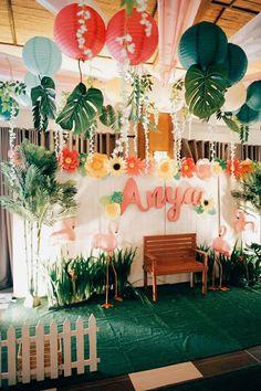 Flamingo Backdrop from a Tropical Flamingo Birthday Party on Kara's Party Ideas. Aloha Party, Party Kulissen, Hawaiin Theme Party, Hawaiin Party Ideas, Laua Party Ideas, Luau Theme Party, Flamingo Party, Flamingo Birthday, Flamingo Baby Shower