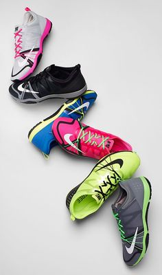 Bright or bold, neutral or not – the Nike Free Cross Compete is built with a premium thin sole for stability that feels natural in your high intensity training.