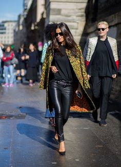 49848f533 Holiday Outfit Inspiration From Street Style: For the Office Party Festas  De Escritório, Roupas