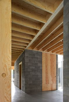ONO architectuur - woning Waasmunster /cement blocks and plywood Concrete Houses, Concrete Wood, Concrete Blocks, Detail Architecture, Timber Architecture, Concrete Interiors, Wood Interiors, Cinder Block House, Plywood Interior