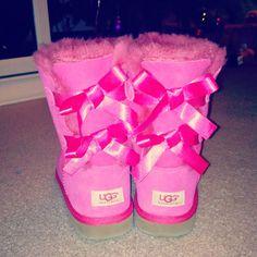 Uggs (: #bow #ugg #uggs #australia #winter #pink
