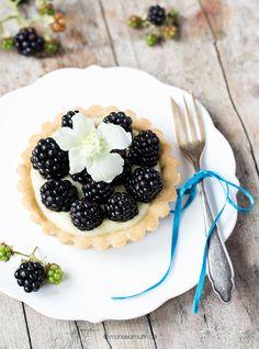 Brombeer-Tartelettes mit Pandancreme| Pandan-Rezept | blackberry cake | © monsieurmuffin