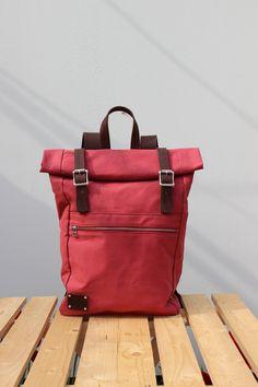 Rucksack Rolltop Waxed Canvas und Leder, wein von Phestyn bags and accessories auf DaWanda.com