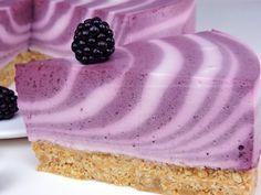 Tarta cebra de yogur y moras Cupcake Cakes, Cupcakes, Something Sweet, Empanadas, Flan, Mousse, Coffee Shop, Yogurt, Bacon