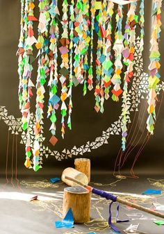 Colorful triangle paper garlands would make a cute photobooth backdrop. Just use recycled paper! Bunting Garland, Diy Garland, Origami Garland, Hanging Origami, Paper Bunting, Origami Decoration, Party Garland, Buntings, Festa Party