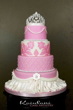 I love the bottom of this cake... Maybe not so much the pink or the crown. Pink Princess Cake