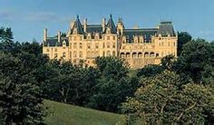 Châteauesque-styled mansion built by George Washington Vanderbilt II between 1889 and 1895 and is the largest privately owned house in the United States