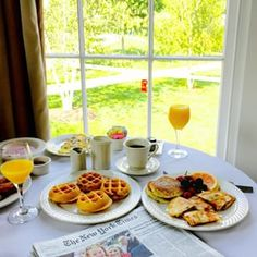 Late brunch with a view! Mini Belgian waffles, fresh OJ, French toast, pancakes, breakfast quesadillas,  and fresh fruit! We're in love with you Vermont!! ☕️✔️ check out my snapchat for more you guys! #equinoxresort #vermont @mynytimes #mynytimes