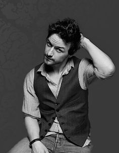 James Mc Avoy- Mr. Tumnus, Charles Xavier, Gnomeo, the guy from Penelope, the list goes on and on... Yes, yes, all these things... But, more importantly: Mr. Tom Lefroy.