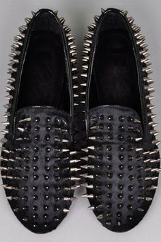 Spikes Detailed Round-toe Horsehair Flats OASAP.com
