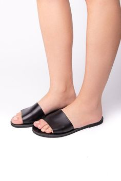 Italiana black - Leather Sandals #SlipOnSandals #GirlSandals #SlideSandals #SummerShoes #HandmadeSandals #slides #SummerSandals #WomenSandals #LeatherSandals #GreekSandals Designer Sandals, Black Leather Sandals, Greek Sandals, Canvas Backpack, Natural Leather, Summer Shoes, Slide Sandals, Trending Outfits, Fashion