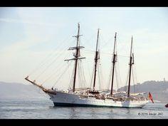 """El """"Juan Sebastián de Elcano"""" es el barco más representativo y conocido de la Armada en España y para aquellos españoles que viven en otros lugares del mundo, visitarlo es siempre un reencuentro, un vínculo con su tierra y con sus paisanos. Y para el país visitado es una embajada bella, joven y amable que viene de una nación amiga. Su silueta es muy conocida por los amantes de los grandes veleros y tiene un gran poder de atracción para el público en los puertos donde atraca."""