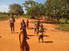 Sono foto come queste che ci fanno sperare di tornare presto in quei posti... gli sguardi e la vitalità dei bambini... Lo abbiamo raccontato anche qui: http://www.orizzonteviaggi.blogspot.it/2013/05/kenya-occhi-dafrica.html
