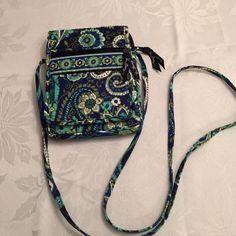 Vera Bradley crossover bag Blue crossover bag. Green inside. Never used Vera Bradley Bags Crossbody Bags