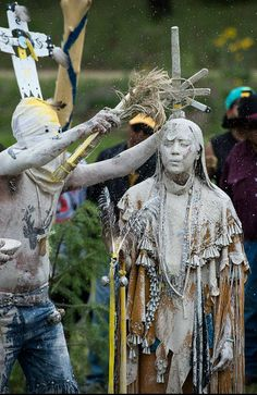 apache religious ceremonies The hoop dance is an apache healing ceremony during the ceremony, the sick person is seated on a blanket facing east the dancers (a boy and a girl at each at each of the four cardinal directions) dance in towards the patient.