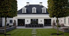 Classic stylish and yet modern. That is the Notary home of Groothuisbouw Emm