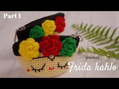 Crochet Handbag Learn how to crochet this cute Frida Kalho pouch or coin purse using the step by step, free crochet tutorials. - Learn how to crochet this cute Frida Kalho pouch or coin purse using the step by step, free crochet tutorials. Crochet Coin Purse, Crochet Pouch, Crochet Purses, Diy Crochet, Crochet Crafts, Crochet Dolls, Crochet Projects, Crochet Tutorials, Pouch Pattern