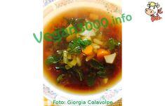 Ricetta Vegan - Zuppa di miso: Sciacquate l'alga Wakame e ammollatela in un po' d'acqua per alcuni minuti. Nel frattempo preparate il soffritto facendo rosolare la cipolla affettata nell'olio. Appena inizia ad appassire aggiungete