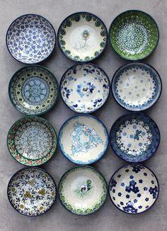 Beautiful low bowls from our shop ELIMAshop.cz . Traditional Handmade Polish Pottery from Boleslawiec. Ceramics . Stoneware . Cute Bowls . Bowl . Bunzlauer keramik . Artystyczna . 食器ポーランド . ポーランドの陶器 . ボレスワヴィエツ陶器 . ポーリッシュポタリー . Casual Dinnerware Sets, Blue Dinnerware Sets, Ceramic Plates, Ceramic Pottery, Ceramic Art, Polish Pottery, Decorating Small Spaces, Hand Painted Ceramics, Handmade Pottery