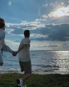 Cute Couple Videos, Cute Love Couple, Cute Couple Pictures, Cute Love Songs, Couple Aesthetic, Aesthetic Movies, Aesthetic Videos, Cute Couples Kissing, Cute Couples Goals