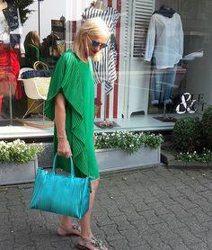 Colorpalette #saleoutfit #springsummer #greenandtürkis#dress#tela#bag#gumchiarinibags #inuovoshoes#le_Specs #mystyle#myshop #bochumstiepel 😊