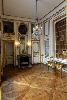 LES LIAISONS DE MARIE ANTOINETTE:  Château de Versailles - Cabinet des Dépêches  Reference: Trizek, wikipedia