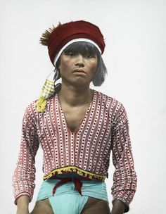A Tinggian Igorot man in traditional clothing poses for a portrait. Filipino Art, Filipino Culture, Old Photos, Vintage Photos, Model Minority, Philippines Culture, Filipiniana, Human Art, Historical Pictures