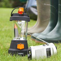 La Linterna Dínamo VonHaus 4 en 1 es la compañera perfecta para quienes disfrutan de acampar o de cualquier otra actividad al aire libre. Su batería cargada por dínamo autoalimentada puede proporcionar energía ilimitada donde otras linternas se vuelven... http://comprarlinternaled.com/carga/vonhaus-linterna-de-mano-4-en-1-recargable-con-dinamo-de-10-focos-led-linterna-para-acampar-recargable-linterna-de-emergencia-led-rojo-intermitente-funci