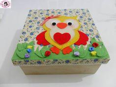 caixa decorada com tecido e aplicação de coruja de feltro