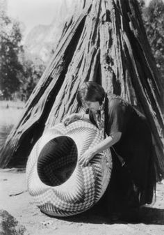 Yosemite-Before she started her basket, the Yosemite Indian woman had to know exactly where to begin each figure of the design. And as the bowl of the basket continued to flare, the size of each figure had to be increased accordingly. Native American Baskets, Native American Beauty, Native American Photos, Native American Pottery, American Indian Art, Native American Tribes, Native American History, American Symbols, Sioux