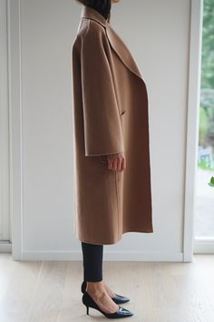 THE CLASSIC COAT CAMEL – THE CURATED Camel Coat Outfit, Cashmere Coat, Wool Coat, Clothes For Sale, Autumn Winter Fashion, Coats For Women, Normcore, Fashion Trends, Women's Fashion