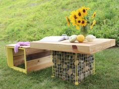 11 DIY Pallet Patio And Garden Furniture Projects - Shelterness Outdoor Buffet Tables, Pallet Picnic Tables, Wood Pallet Tables, Wooden Pallet Projects, Pallet Bench, Wooden Pallet Furniture, Pallet Patio, Woodworking Projects Diy, Wooden Decor
