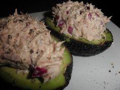 Avocado og tunfisk | noegodtpabordet.blogspot.no Mettende og deilig kremete. Forelsket meg i denne i fjor sommer. Når du putter den første skjeen i munnen er det som om innholdet smelter på tungen og etterlater et hav av deilige salte smaker.