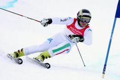 © Gerwig Löffelholz / Roberto Nani Italienischer Meister im Slalom / www.Skiweltcup.TV / Roberto Nani hat am Freitag in Roccaraso überraschend den Italienmeistertitel im Slalom gewonnen. Die Südtiroler Athleten verpassten dabei ein Top-Ten-Ergebnis. Nani ließ den Olympiasieger und Halbzeitführenden Giuliano Razzoli mit einer furiosen Fahrt im zweiten Lauf hinter sich. Der 23-Jährige aus Livigno gewann mit einem Vorsprung von 77 Hundertstel. Die Bronzemedaille schnappte sich Giovanni…