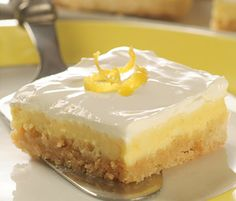 Lemon Cheesecake Bars - These Lemon Cheesecake Bars are a perfect light dessert &  easy enough to make for any day of the week,