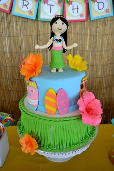 Cake at a Hawaiian Luau Party #hawaiianluau #partycake