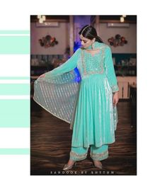 Party Wear Indian Dresses, Pakistani Fashion Party Wear, Indian Fashion Dresses, Dress Indian Style, Pakistani Dress Design, Indian Wedding Outfits, Indian Outfits, Eid Dresses, Embroidery Suits Punjabi