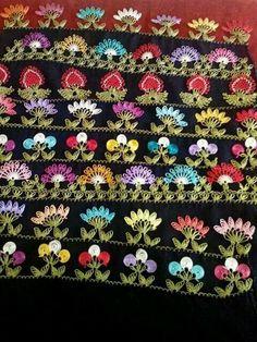 Various motifs of 'iğne oyası' (Turkish needle lace). Crochet Borders, Crochet Motif, Crochet Flowers, Crochet Patterns, Yarn Crafts, Diy And Crafts, Hand Embroidery, Embroidery Designs, Bordados E Cia