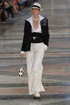 Chanel Resort 2017 Fashion Show - Stella Tennant