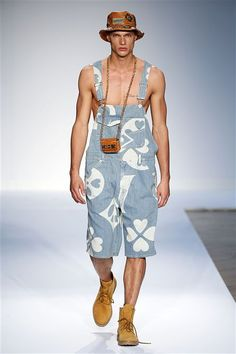 Moschino SS15 http://www.fashionsnoops.com/ReportPage/men/Runway Analysis/Themes/London-Themes-26710/Spring 15-38