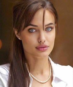 Angelina Jolie, Irina Shayk – Keep up with the times. Angelina Jolie Makeup, Brad And Angelina, Angelina Jolie Photos, Most Beautiful Faces, Gorgeous Eyes, Gorgeous Women, Irina Shayk, Beauty Full Girl, Beauty Women