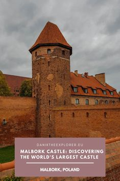 Malbork Castle is the largest castle in the world and is great day trip from Gdańsk, Warsaw & Łódź in Poland! The castle is a must see attraction. Backpacking Europe, Europe Travel Guide, Travel Guides, Travel Advice, Asia Travel, Europe Destinations, European Vacation, European Travel, Malta