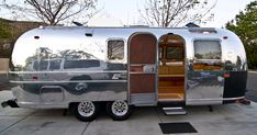 1970 Airstream, want one of these! Airstream Land Yacht, Airstream Travel Trailers, Travel Camper, Car Camper, Camper Caravan, Vintage Campers Trailers, Camper Trailers, Airstream Motorhome, Airstream Renovation
