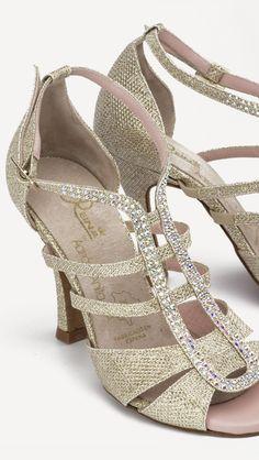 Increíbles!!!!! ❤️❤️  Os quiero con todas mis ganas!!!! ❤️❤️ #Tendencia #BAILE #sandals #sandalias #zapatos #salsa #anitacollection #adrianyanita #fashion #redshoes #rojo #moda #kizomba #mambo #tango #salones #hechosamano #madeinspain #manuelreina #zapatosexclusivos #shoes #womanshoes #divinity #luxe #dancer #ballerina #bachata #bailelatino #ilovedance