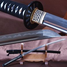 Samurai Weapons, Katana Swords, Samurai Warrior, Knives And Swords, Weapons Guns, Samurai Artwork, Japanese Sword, Japanese Blades, Sword Design
