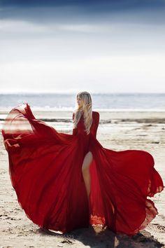 Red rose II by Natasha Smirnova / Beach Photography Poses, Beach Poses, Fashion Photography Inspiration, Photoshoot Inspiration, Red Flowy Dress, Foto Cowgirl, Pernas Sexy, Shotting Photo, Flowing Dresses