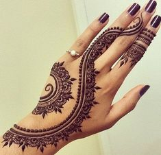 Eid Mehndi-Henna Designs for Girls.Beautiful Mehndi designs for Eid & festivals. Collection of creative & unique mehndi-henna designs for girls this Eid Designs Henna, Beautiful Henna Designs, Beautiful Mehndi, Beautiful Hands, Bridal Henna Designs, Henna Designs On Hands, Henna Hand Designs Simple, Simple Hand Henna, Art Designs