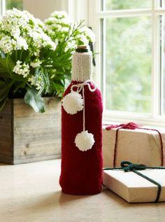 Festive Wine Cozy: free knit pattern