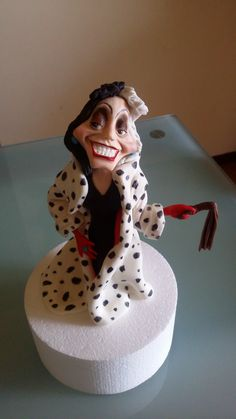Crudelia demon cake topper