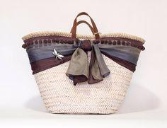 Cesto pintado y decorado a mano Cute Purses, Purses And Bags, Diy Sac, Bags 2018, Decorated Shoes, Basket Bag, Summer Accessories, Handmade Bags, Straw Bag
